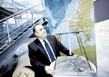 NORWAY IN LEAD: First Minister Alex Salmond views a model of Statoil's Hywind turbine in Stavanger