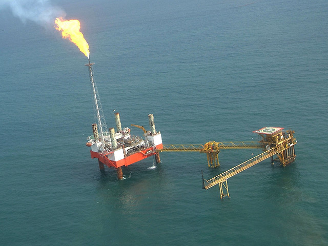 Oil rig off the Nigerian coast