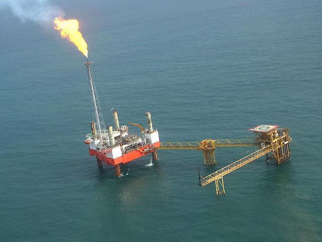 Oil rig off the Nigerian coast