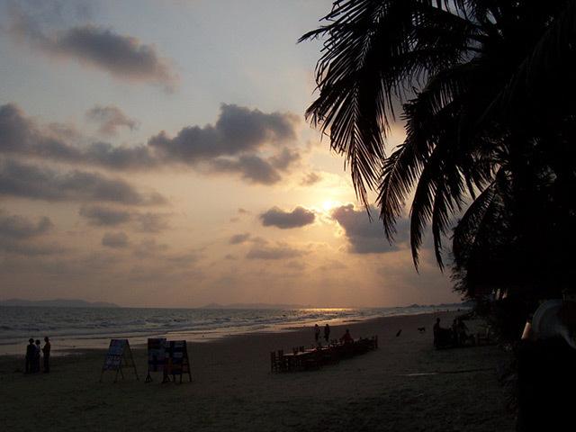 Rayong beach in Thailand. Pic: Love Krittaya via Wikimedia Commons