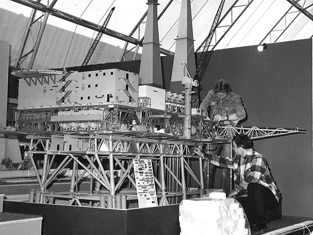 Ian Forbes (left) and Richard Pirie with their model of the world's largest steel oil platform at McDermott's stand in 1977