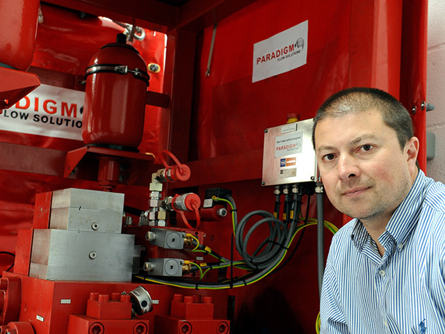 Managing director of Paradigm Flow Solutions, Rob Bain, with the Pipe-Pulse system