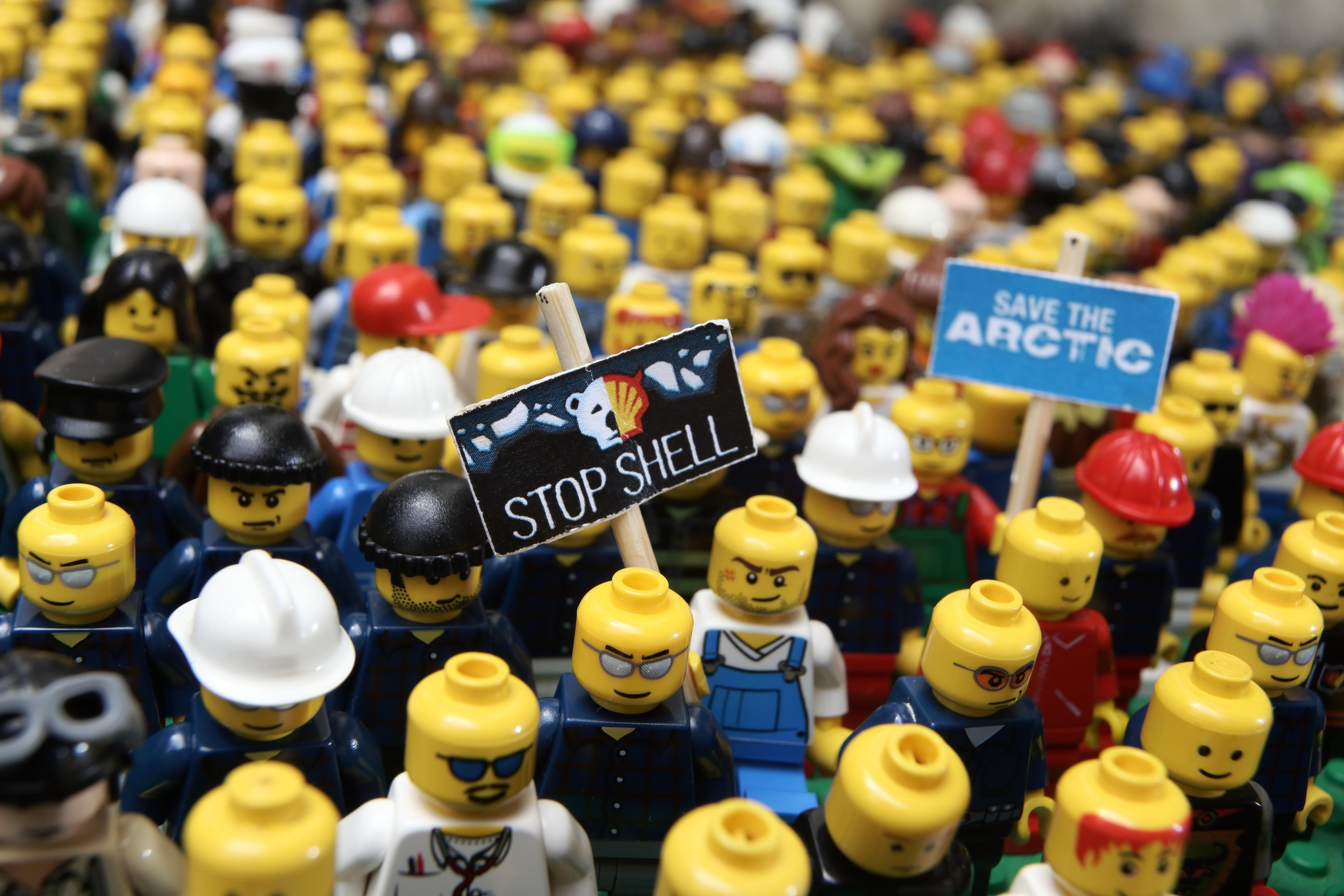 Oct 2014: Lego ended its contract with Shell