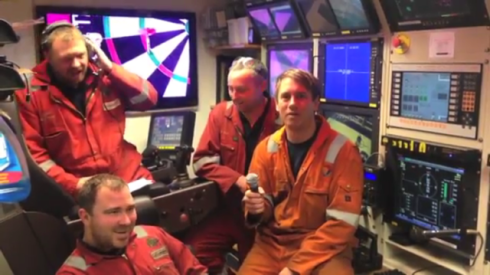 Video: Oil workers have created an alternative Christmas video