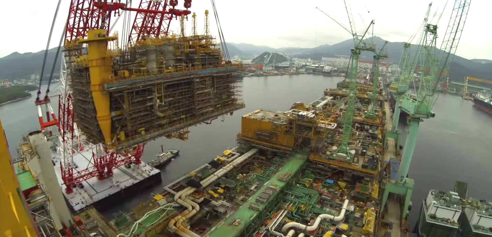 Video: Shell moves topside into place