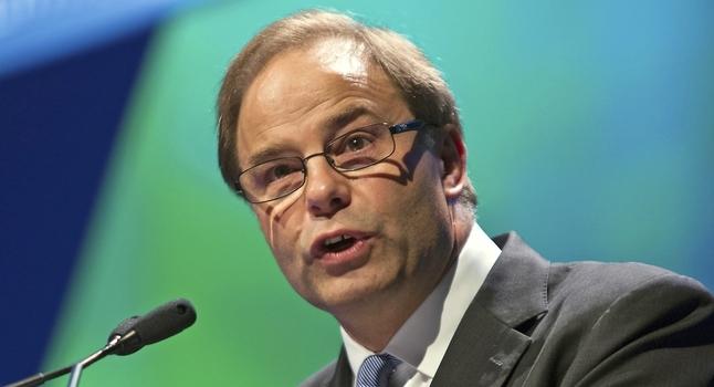 Santos chief executive David Knox will step down