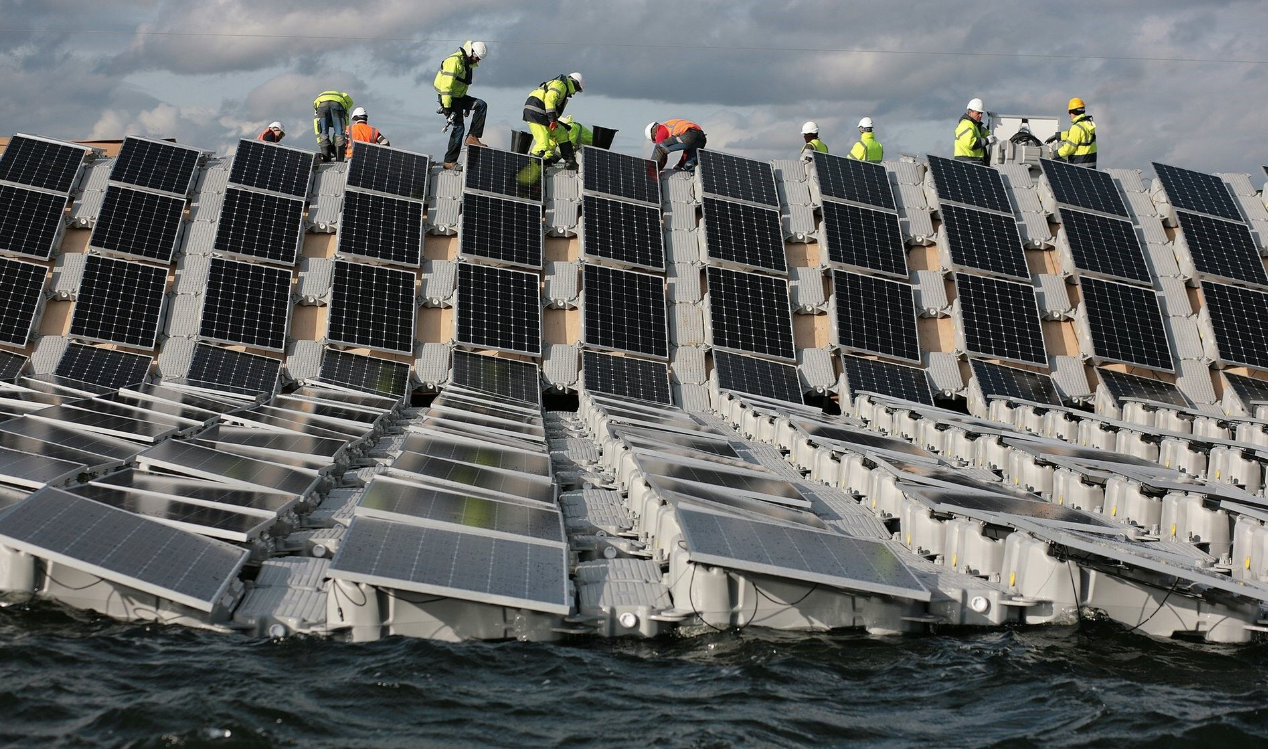 Europe's biggest ever floating solar panel array, installed by Lightsource Renewable Energy, on London's Queen Elizabeth II reservoir.