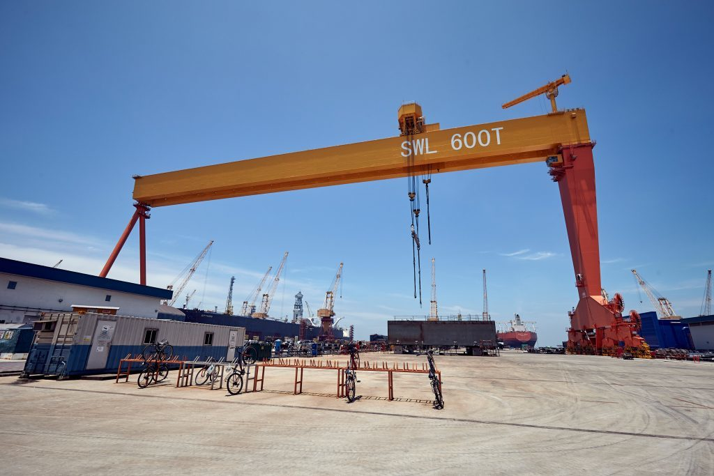 The 600 tonne crane over the dry dock.