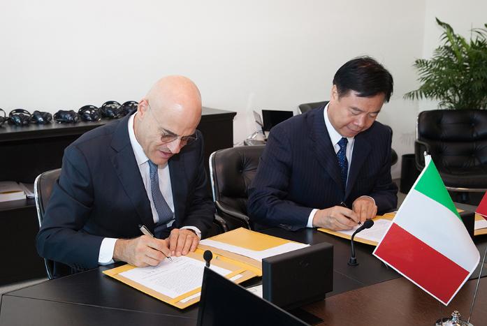 Eni chief executive Claudio Descalzi, left. and CNPC chairman Wang Yilin