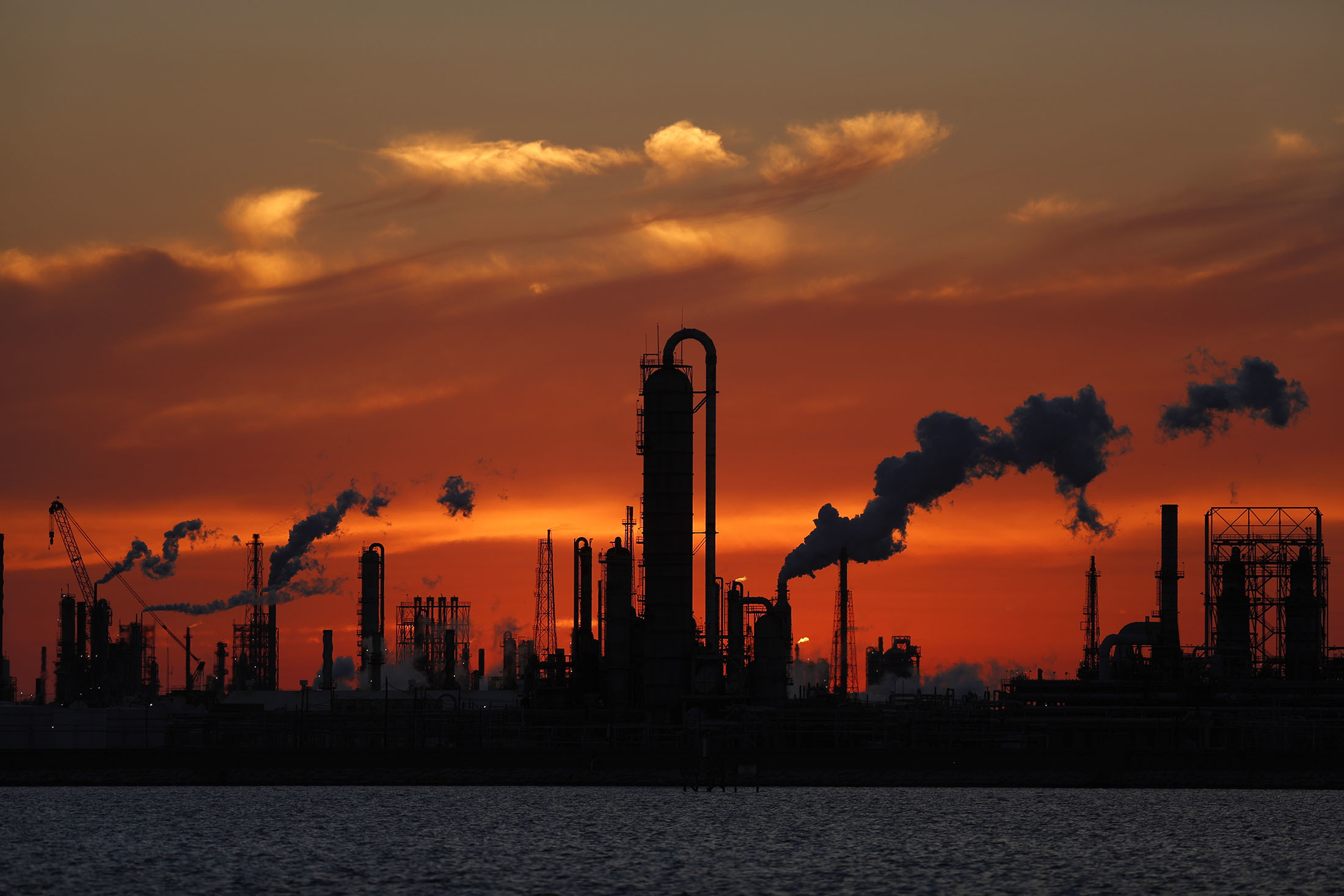 Emissions rise from an oil refinery at sunset in Texas City, Texas, U.S., on Thursday, Feb. 16, 2017. , Photographer: Luke Sharrett/Bloomberg