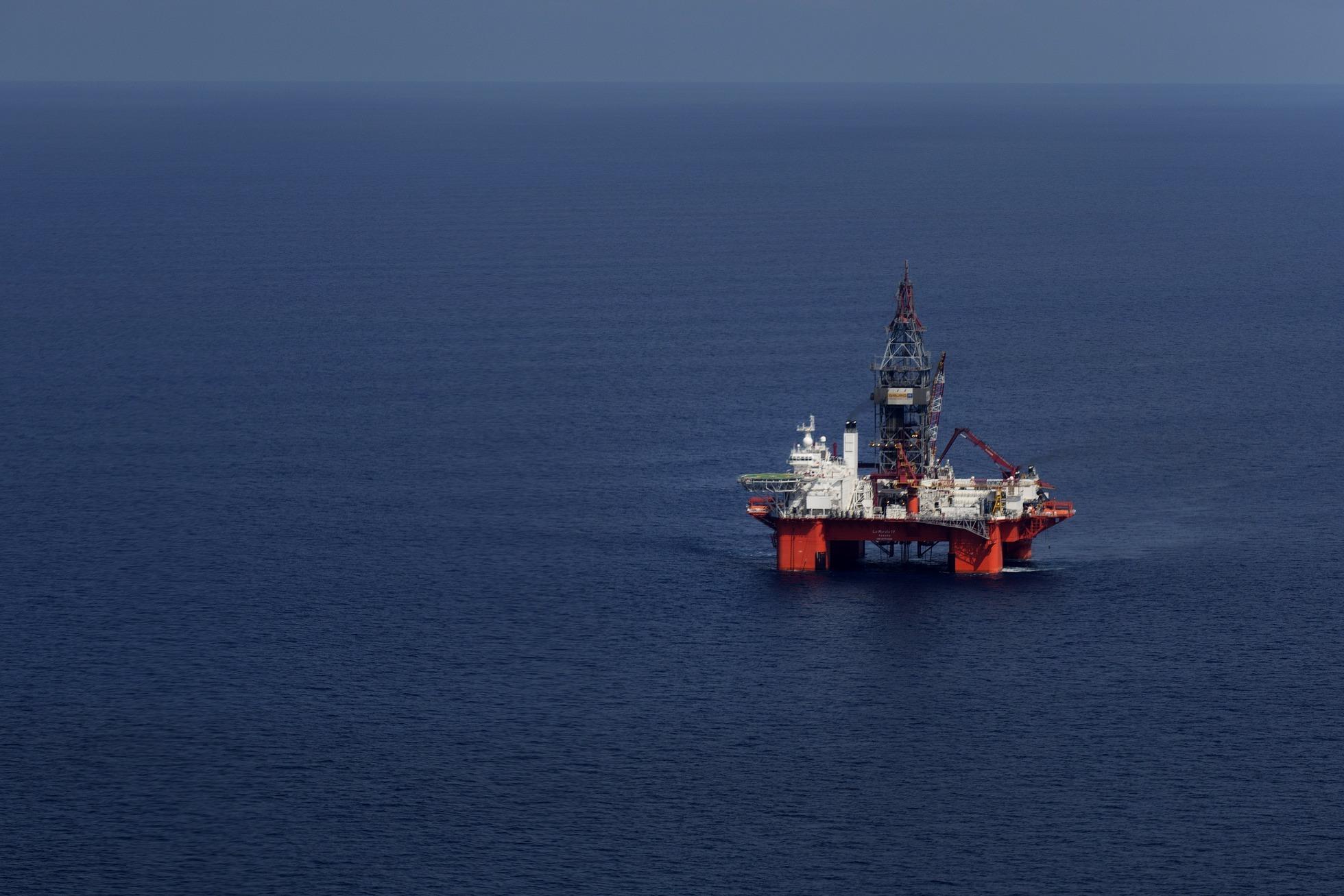 The Petroleos Mexicanos (Pemex) La Muralla IV deep sea crude oil platform stands in the waters off Veracruz, Mexico, on Friday, Aug. 30, 2013. Photographer: Susana Gonzalez/Bloomberg
