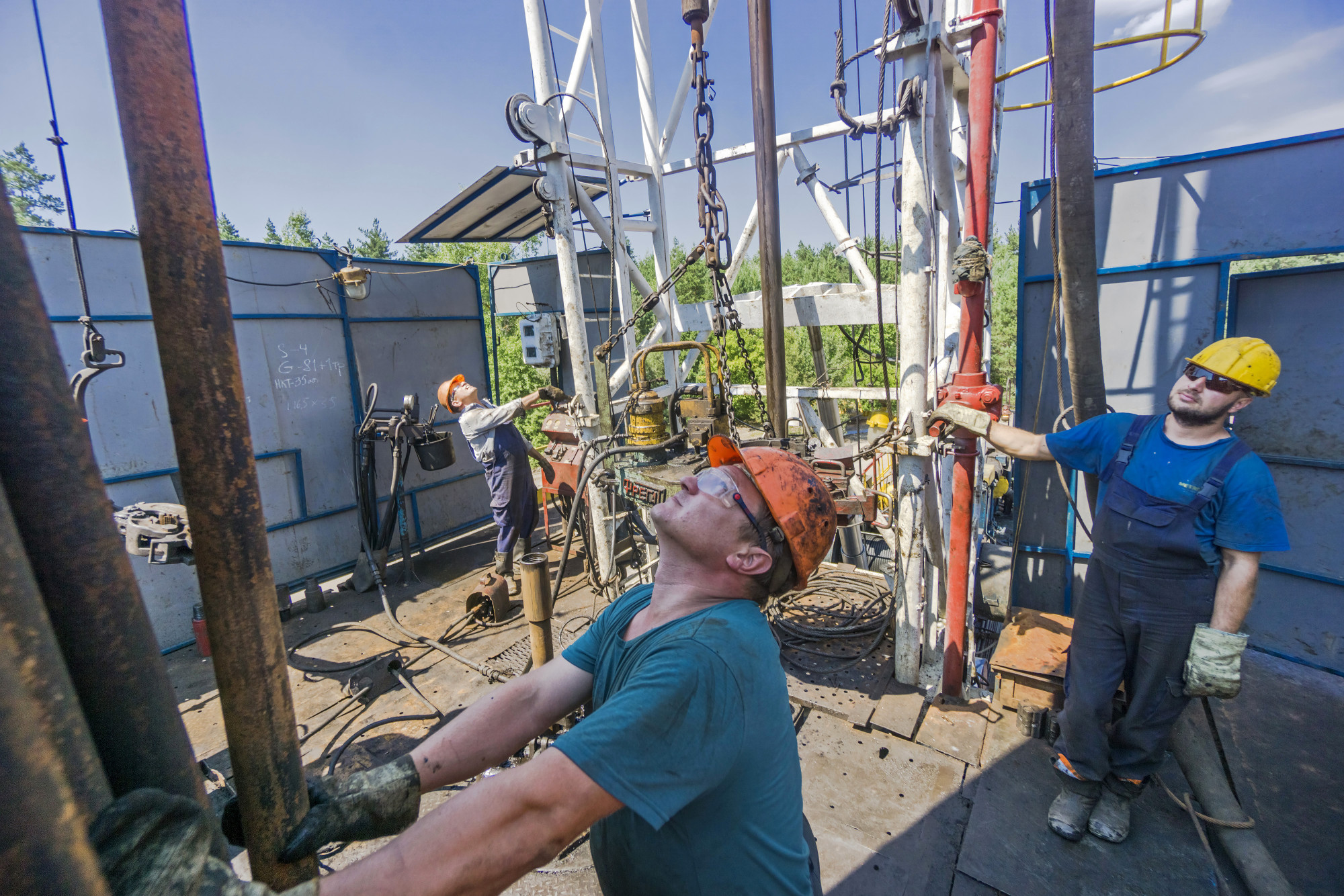 A worker selects a drill tube on a gas rig during drilling operations by DK Ukrgazvydobuvannya (UGV), a unit of NAK Naftogaz Ukrainy, in Poltava, Ukraine, on Friday, July 21, 2017. Investors wanting to take the temperature of Ukraine's reform drive could do worse than look in on state-run energy firm Naftogaz, where a battle for control underscores the obstacles hampering wider efforts to clean up the ex-communist economy. Photographer: Vincent Mundy/Bloomberg