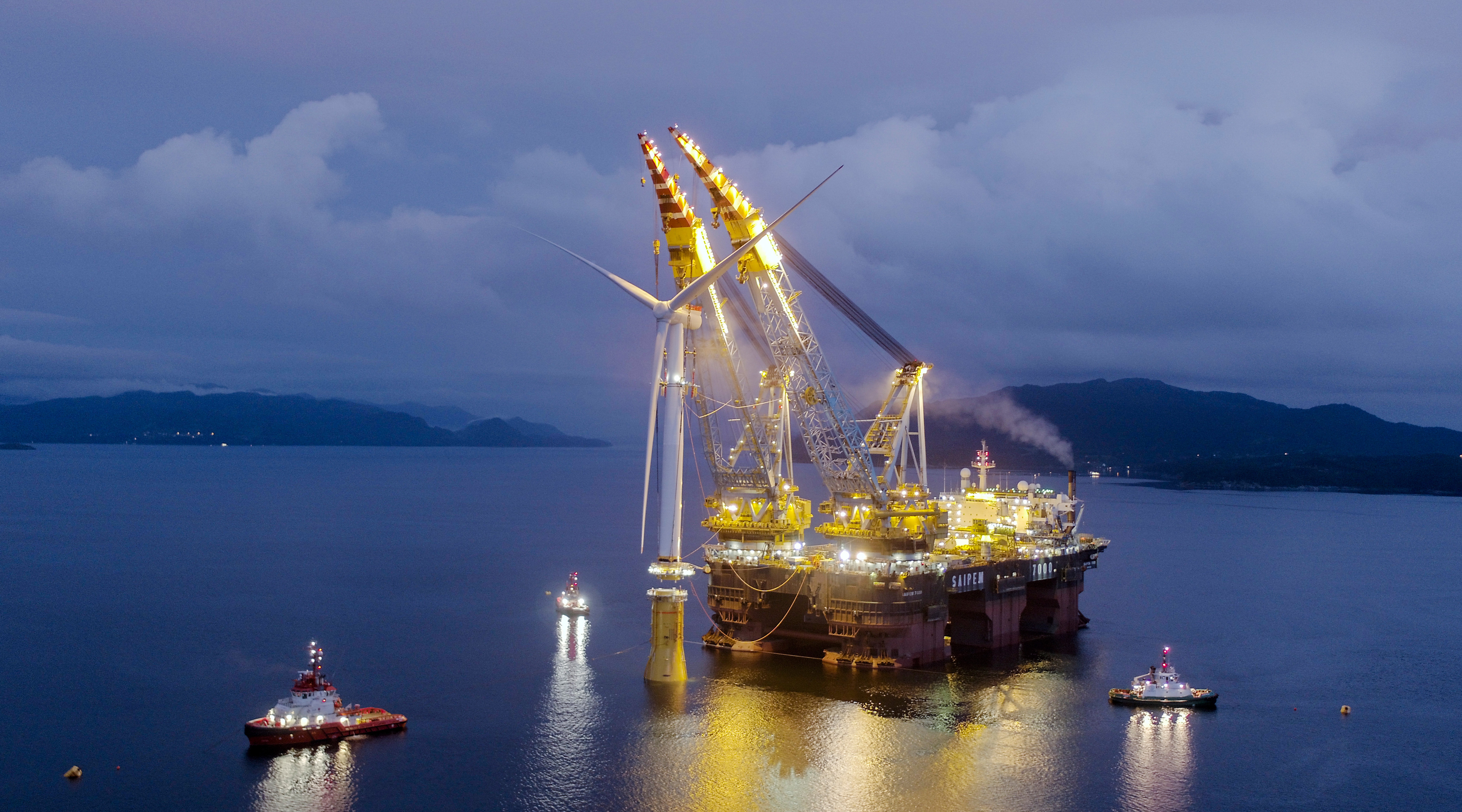 Saipem 7000 lifting the Hywind turbine towers into their floating foundations