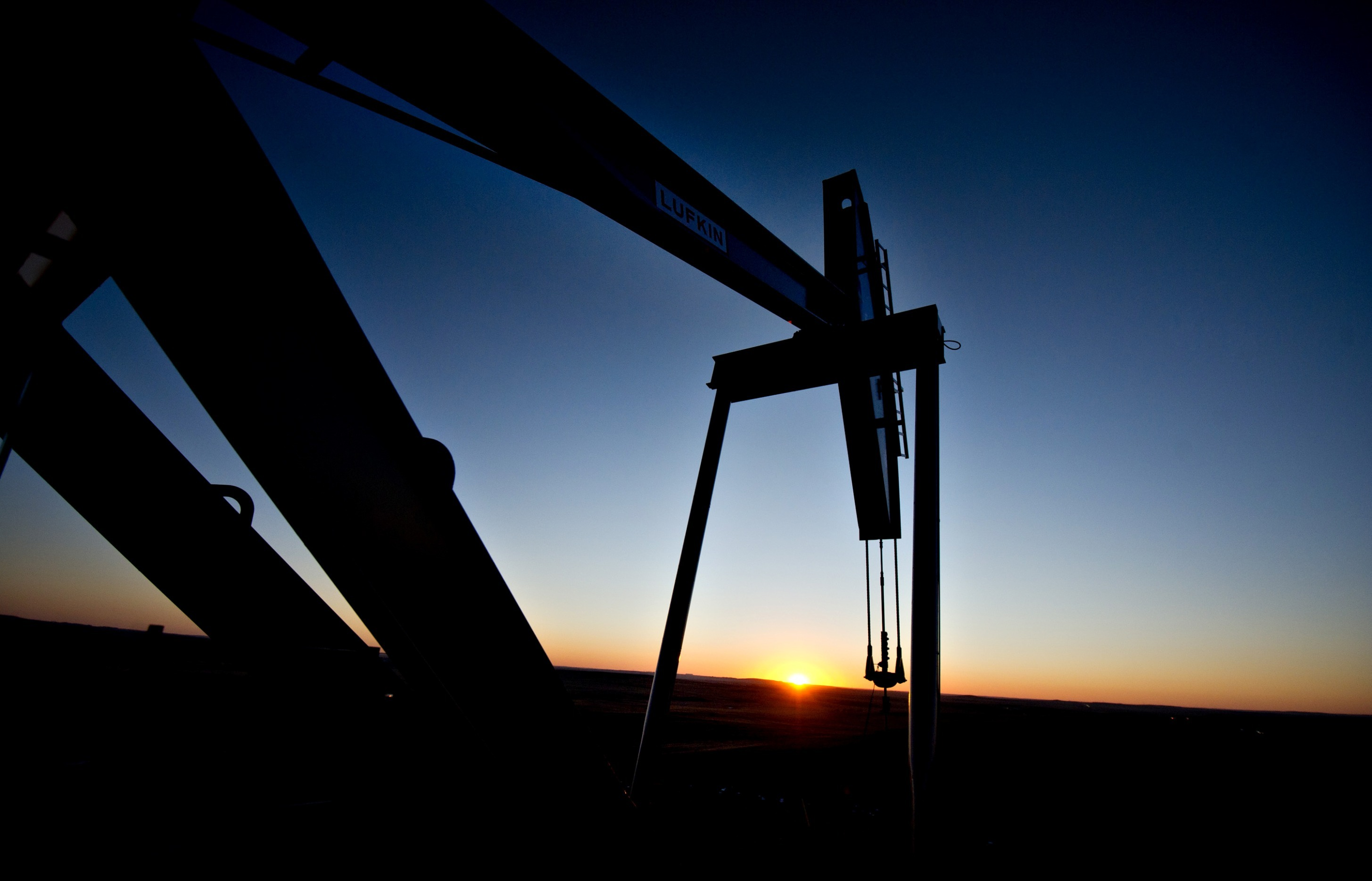 A Lufkin Industries Inc. Mark II Unitorque electric pumping unit removes crude oil from a Fidelity Exploration & Production Co. well outside South Heart, North Dakota, U.S. Photographer: Daniel Acker/Bloomberg