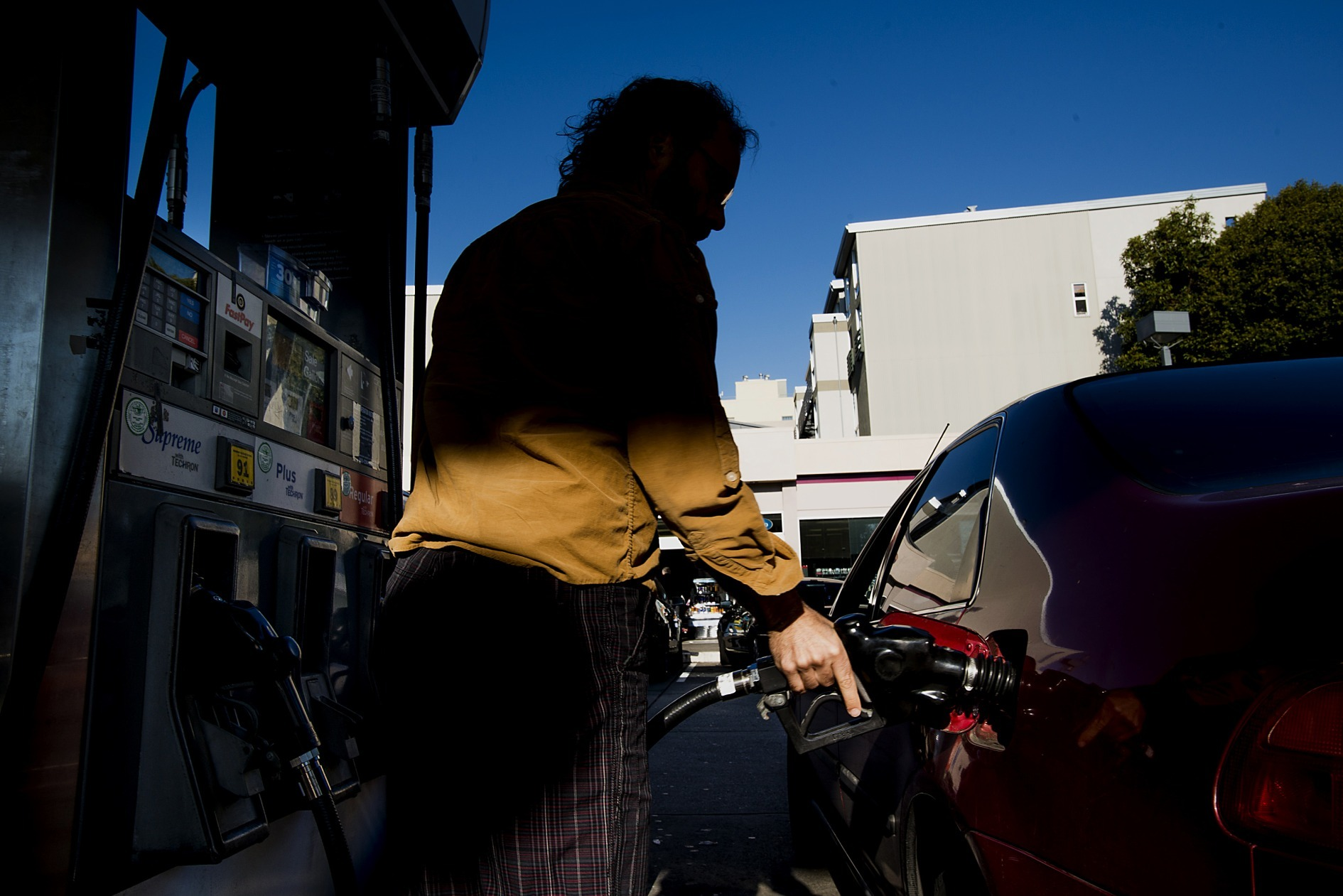 A customer fills a vehicle with gasoline at a Chevron Corp. station in San Francisco, California, U.S. Photographer: David Paul Morris/Bloomberg