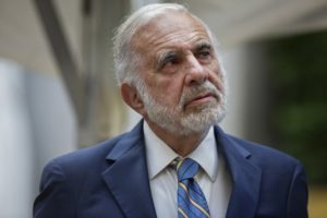 Billionaire activist investor Carl Icahn attends the Leveraged Finance Fights Melanoma charity event in New York, U.S., on Tuesday, May 19, 2015. Photographer: Victor J. Blue/