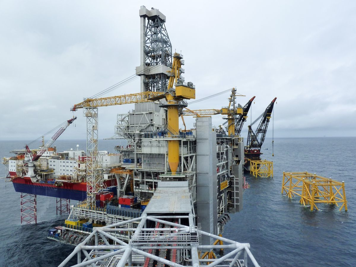 The Johan Sverdrup drilling platform, operated by Equinor ASA, center, and the Haven jack-up accommodation rig, operated by Jacktel AS, a unit of Master Marine AS, stand in the Johan Sverdrup offshore oil field, about 160 kilometers (100 miles) west of Norway's oil capital, Stavanger, Norway, on Wednesday, Aug. 22, 2018. When Sverdrup reaches maximum production of 660,000 barrels a day by the middle of the next decade, it will make up about 40 percent of the country's total oil and gas output, according to Equinor ASA. Photographer: Mikael Holter/Bloomberg