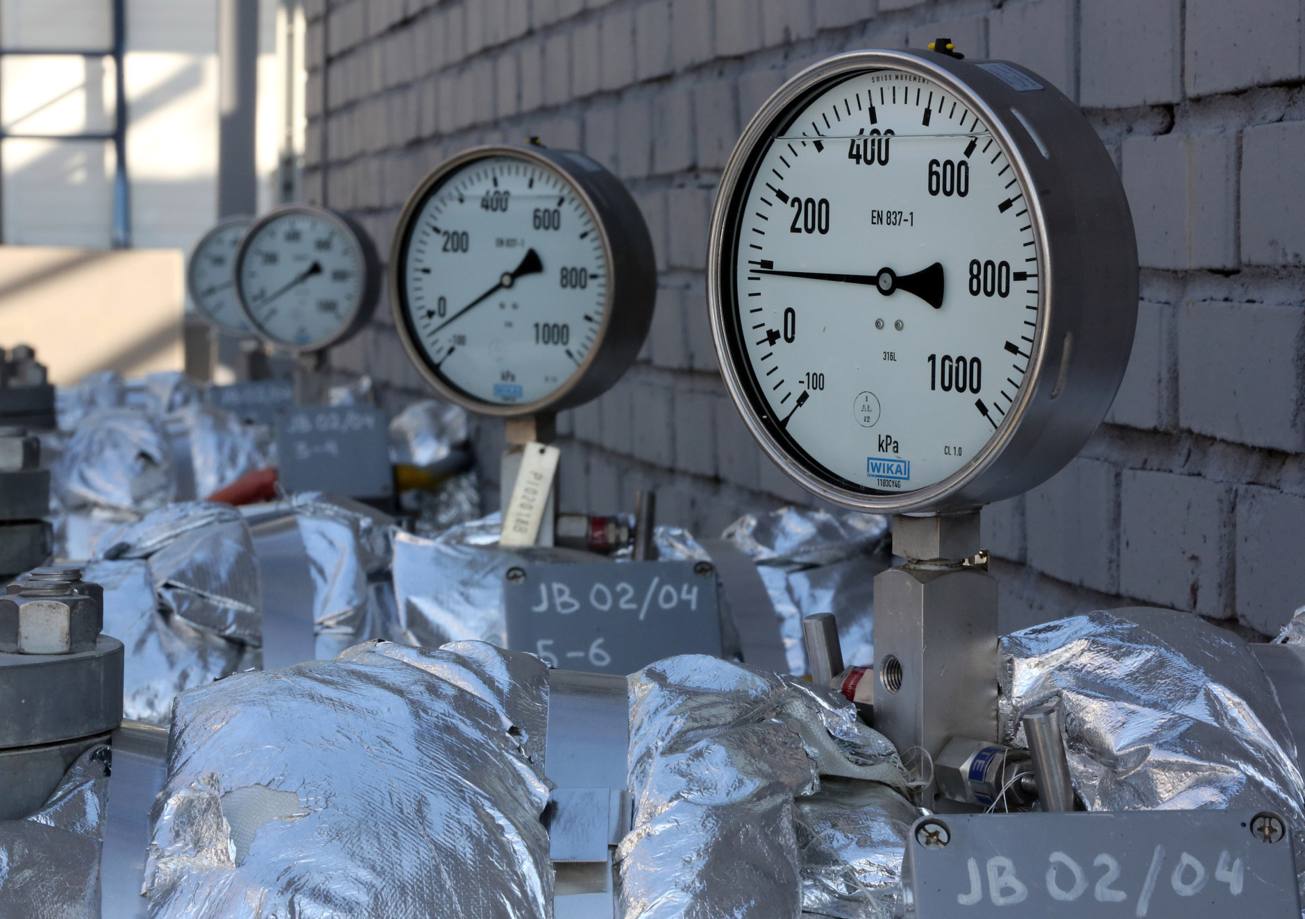 A row of manometers, a gauge for measuring gas, is seen on pipe work at the OAO Gazprom Neft oil refinery in Moscow, Russia. Photographer: Andrey Rudakov/Bloomberg