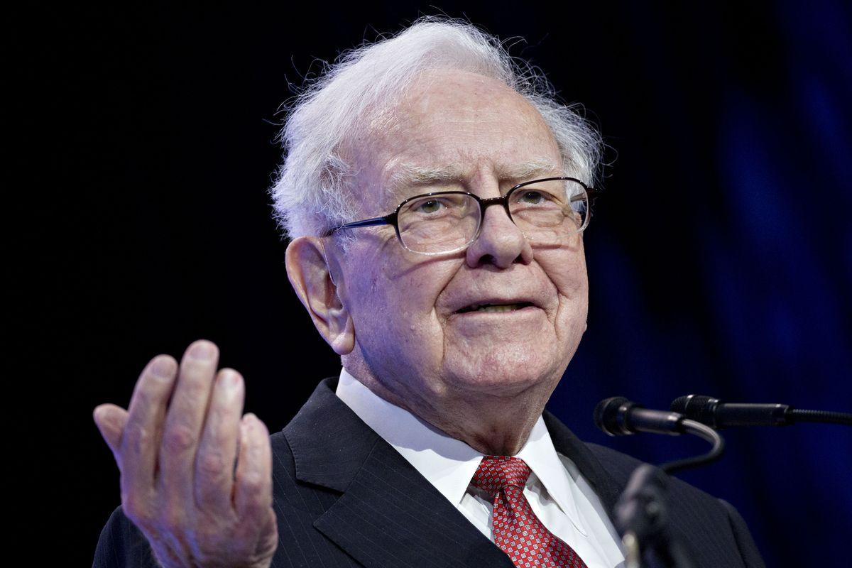 Warren Buffett Photographer: Andrew Harrer/Bloomberg