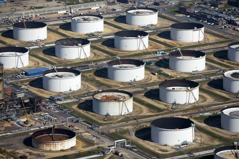 Oil storage tanks sit at the Esso oil refinery, operated by Exxon Mobil Corp. in Fawley, U.K., on Friday, Oct. 2, 2015.  Photographer: Simon Dawson/Bloomberg