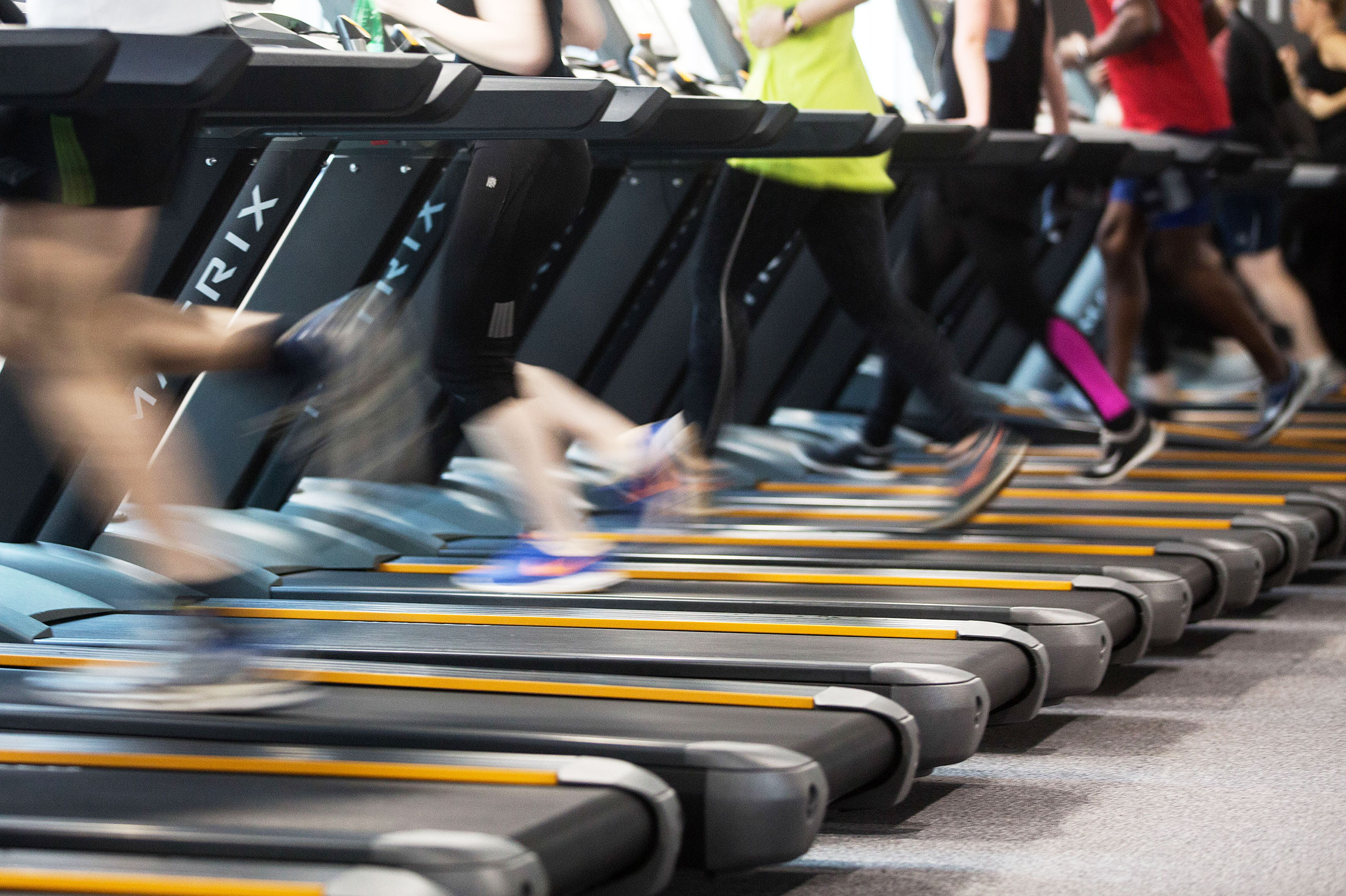 People run on treadmills to exercise during a work out session. Photographer: Simon Dawson/Bloomberg