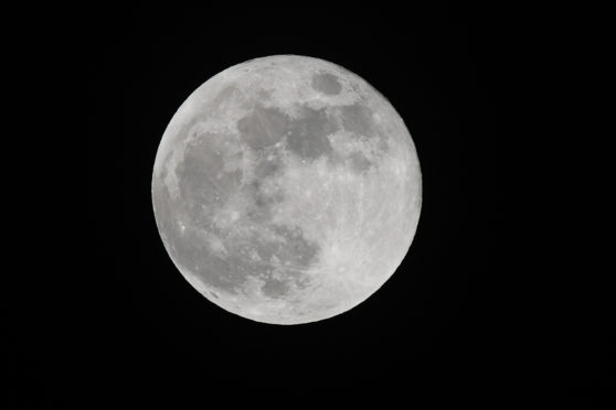 Courier News - Stock - Dundee story; test of Nikon D850 camera. Picture Shows; the rarity of a Blue Moon over Dundee, 31st January 2018