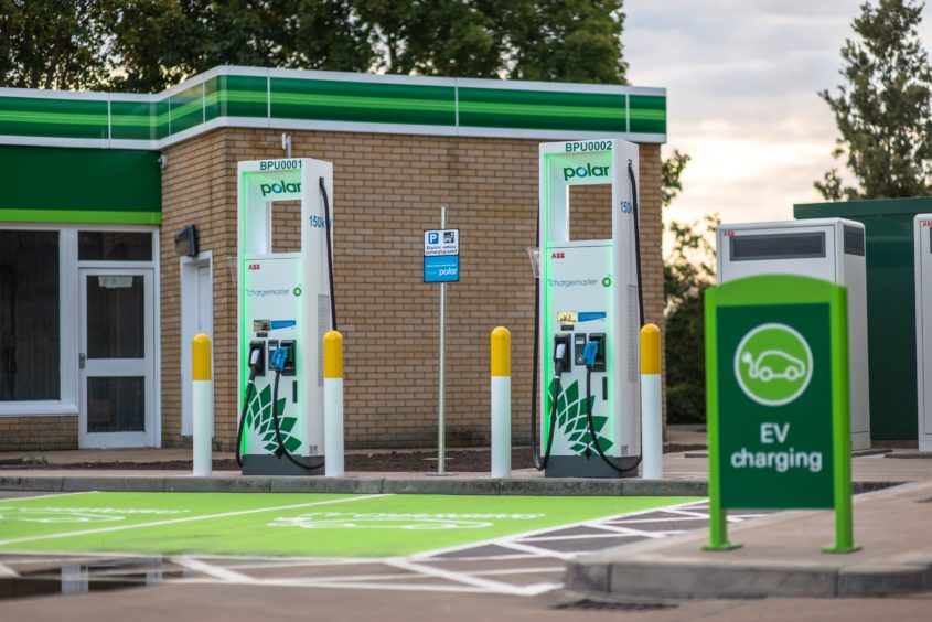 BP starts UK rollout of 400 ultra-fast EV charge-points