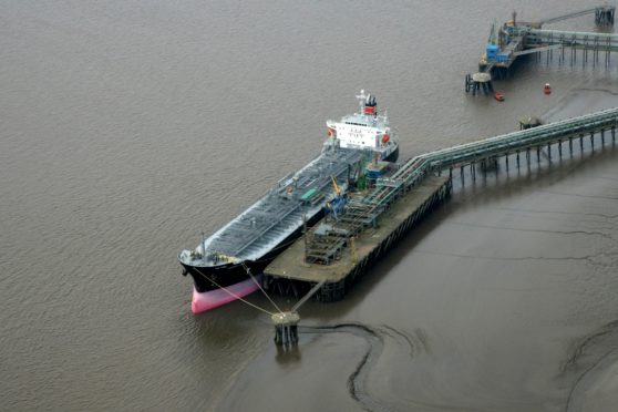 Atlantic Methanol tanker loading